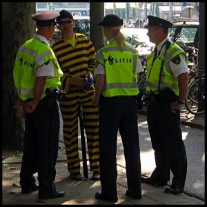 politieagenten en een boef