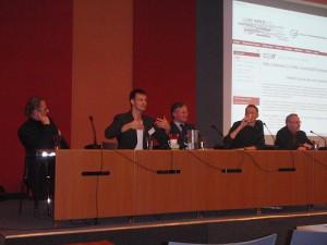 foto van paneldiscussie in plenaire zaal tijdens werkconferentie overheid 2.0
