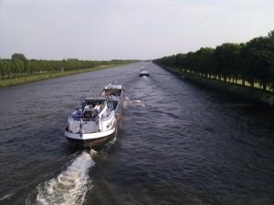 schepen op Amsterdam-Rijnkanaal