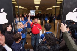 Robert Scoble, the first iPad man at Apple Store Palo Alto